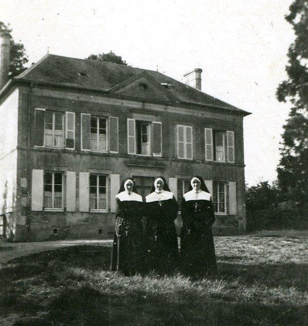 11_a_cahagnes_la_maison_des_soeurs_avant_les_bombardements