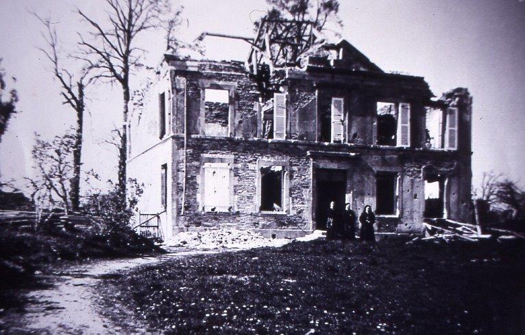 12_a_cahagnes_la_maison_des_soeurs_est_detruite_par_les_bombardements